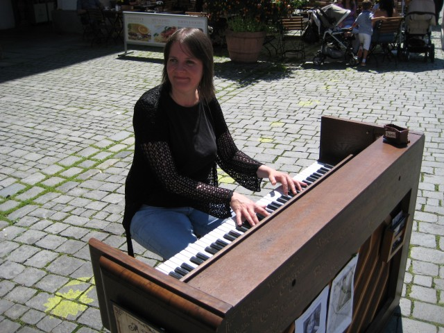 Vroni playing in Rosenheim #3.
